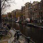 アムステルダムの運河沿い